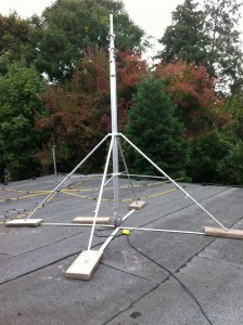 Mast, Stativ, Rotor, Laschen und Elefantenfüße auf dem Dach