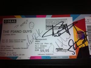 Autogramme der Piano Guys auf Konzertticket